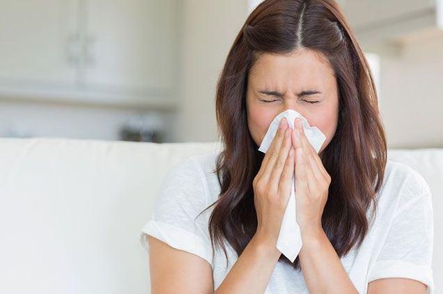 Использование одноразовой салфетки при чихании - профилактическая мера